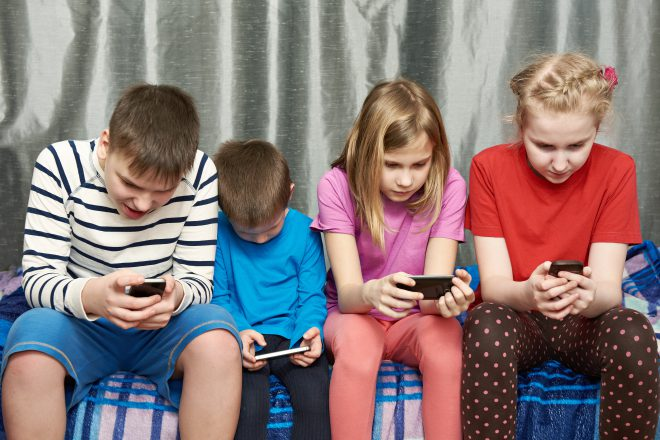 Children Phone Posture